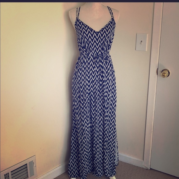 GAP Dresses & Skirts - Gap Maxi Dress with criss cross strapped SOlD